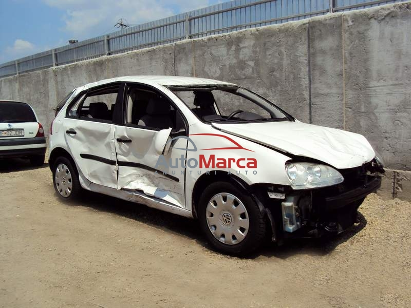 Cumpar GOLF 5 avariat, accidentat, defec...